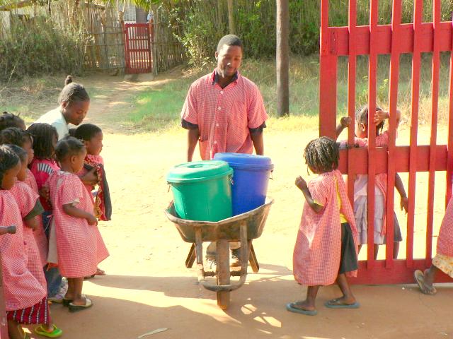 Acasio era el encargado de llevar el agua a la Escolinha.
