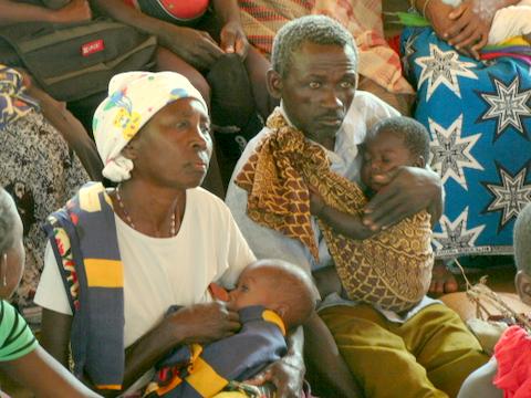Papás atentos a la Formación que estaba dando Cásimo contra el SIDA